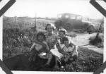 Agle sin T-Ford. F. Randi, Elsa, Berit og Torstein.